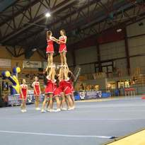 LE CHEERLEADER SCENDONO IN CAMPO